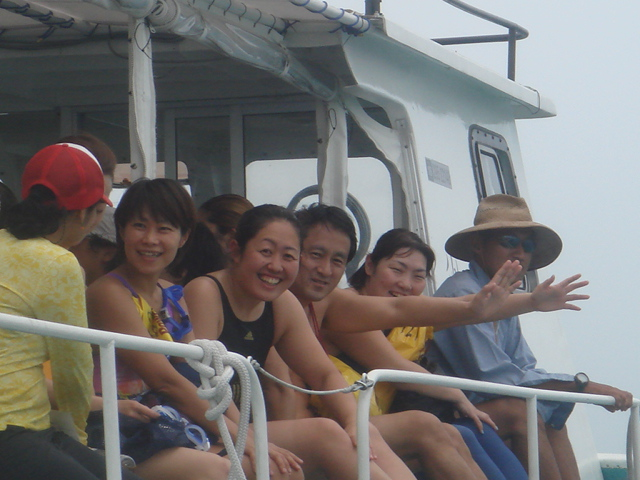 小浜島へ移動中の船